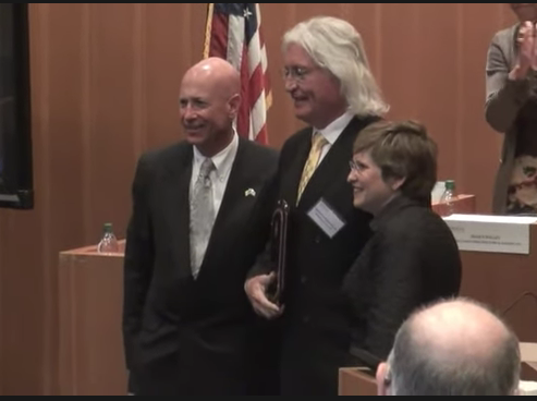 Tom Mesereau Receives Fidler Award for Distinguished Service, Loyola Law School
